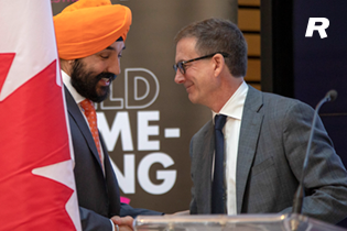 Navdeep Bains, Minister of Innovation, Science and Economic Development and Tiff Macklem, Dean of the Rotman School of Management, shakes hands