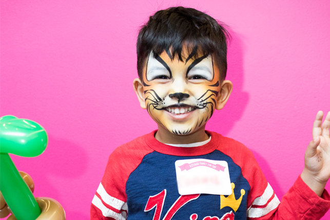 kid with tiger face painting